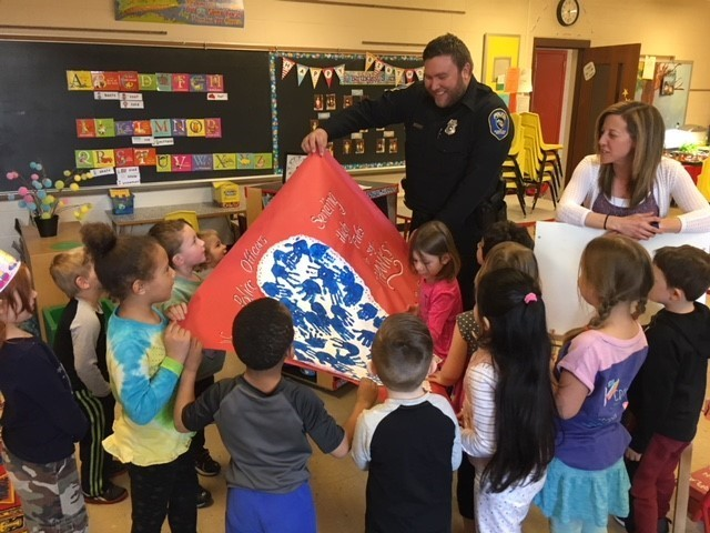 Pier 4K Students Send Thank you to Police